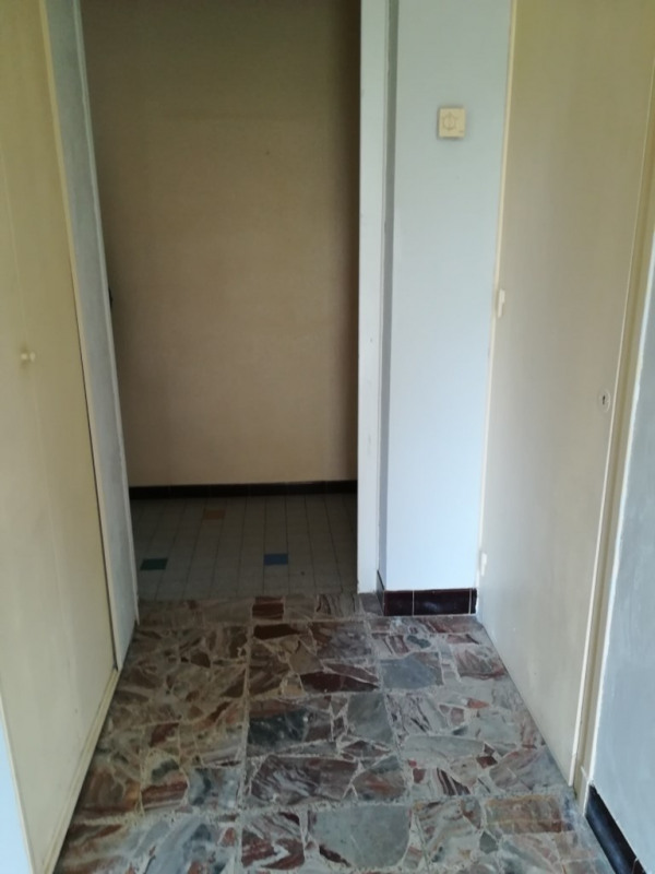 Rental apartment Genas 938€ CC - Picture 3