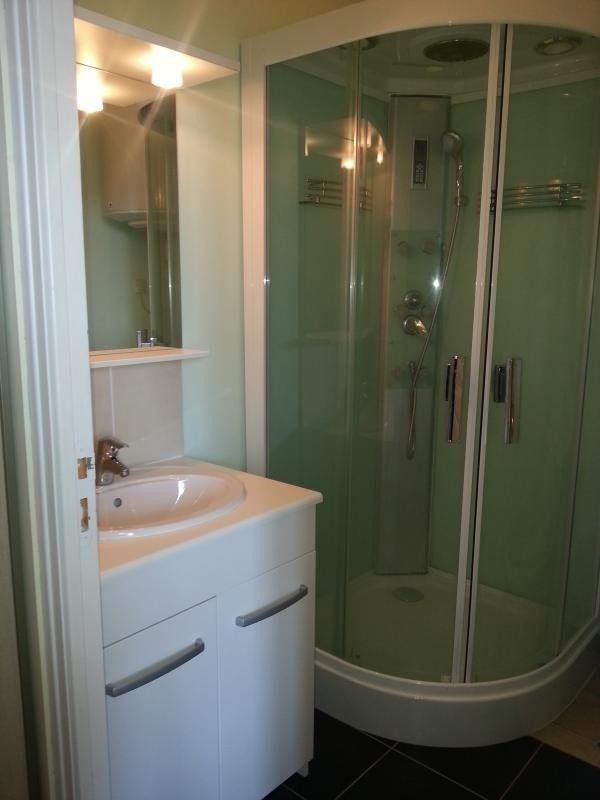 Location appartement Laval 369€ CC - Photo 2