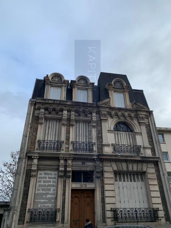 Deluxe sale house / villa Suresnes 1370000€ - Picture 1