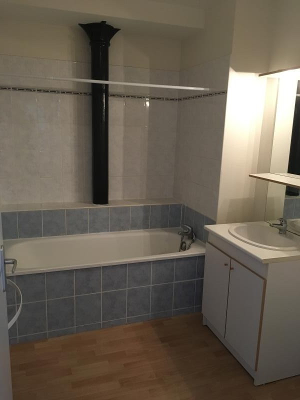 Location appartement Poitiers 637€ CC - Photo 3