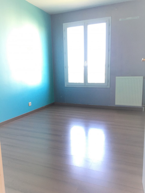 Location appartement Éragny 875€ CC - Photo 9