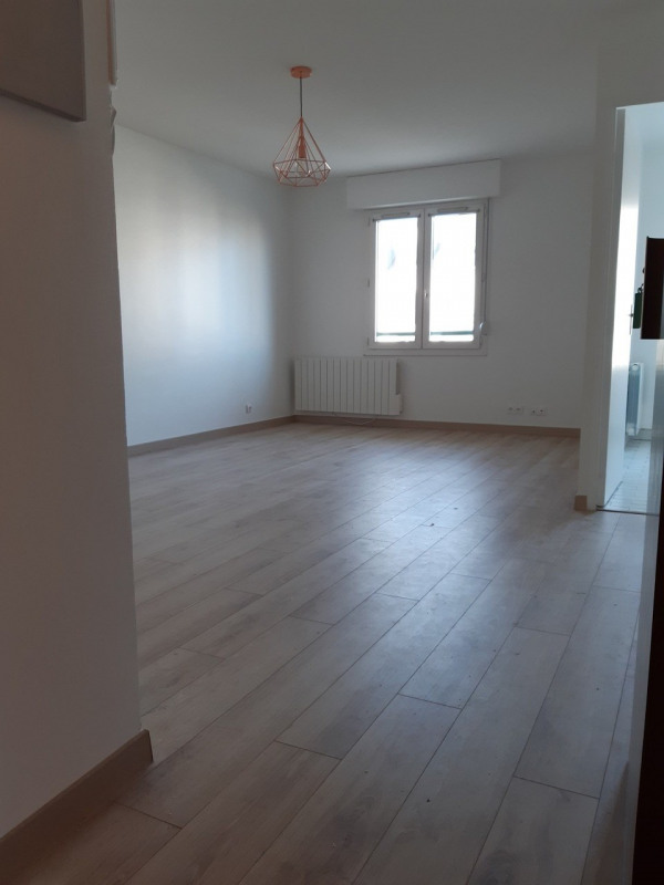Rental apartment Rambouillet 815€ CC - Picture 2