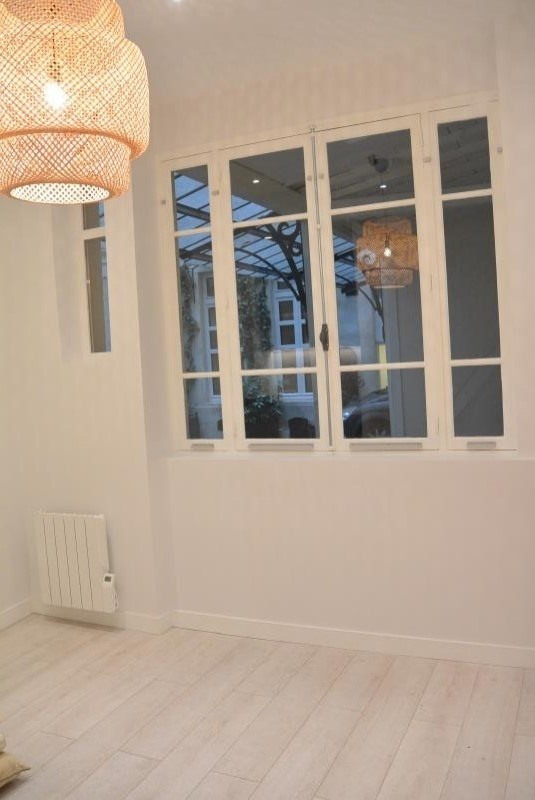 Location local commercial Paris 1er 83€ HT/HC - Photo 1