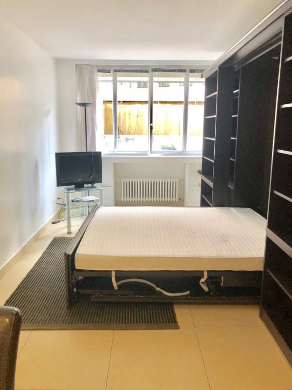 Rental apartment Paris 8ème 1650€ CC - Picture 2