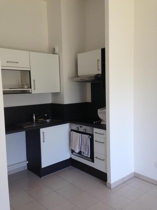 Locação apartamento Voisins le bretonneux 865€ CC - Fotografia 4
