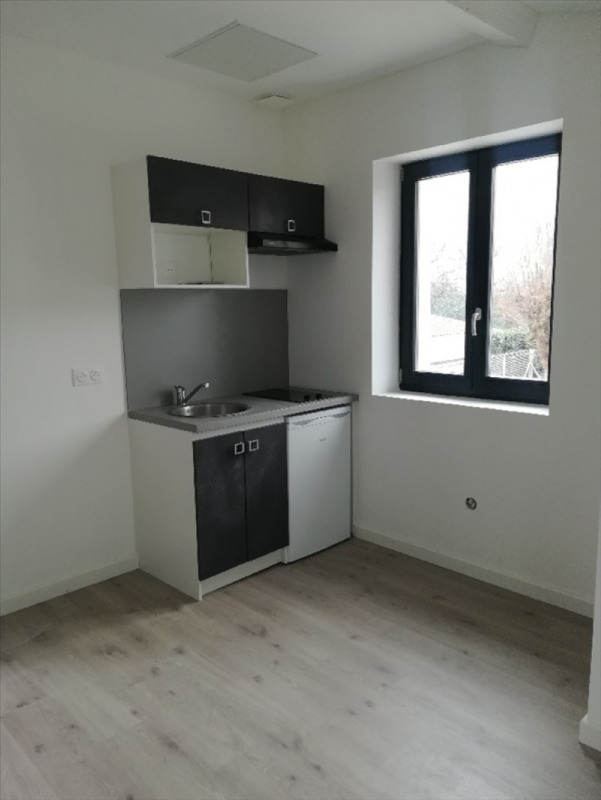Rental apartment Decines charpieu 470€ CC - Picture 1