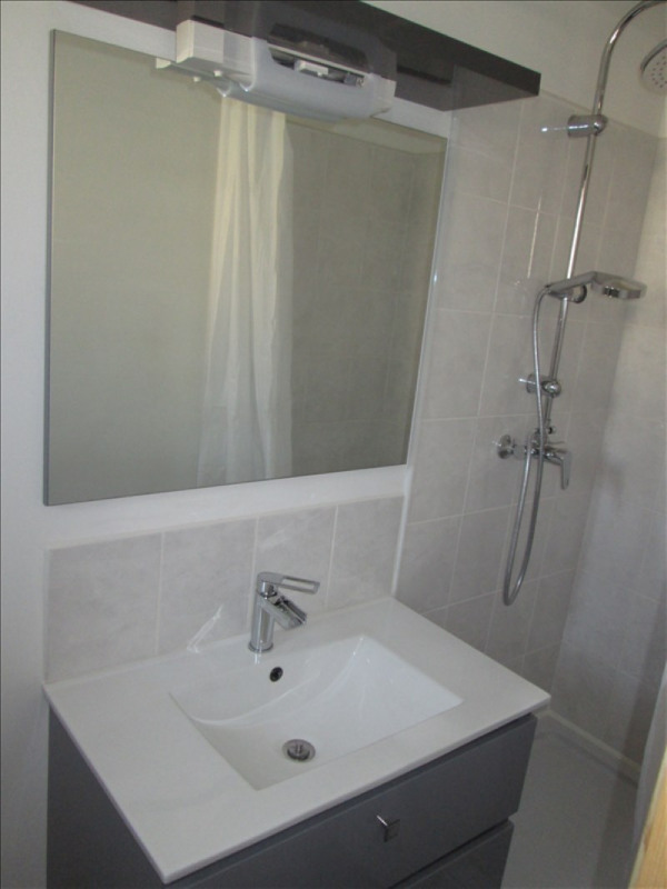 Rental apartment Balaruc les bains 840€ CC - Picture 4