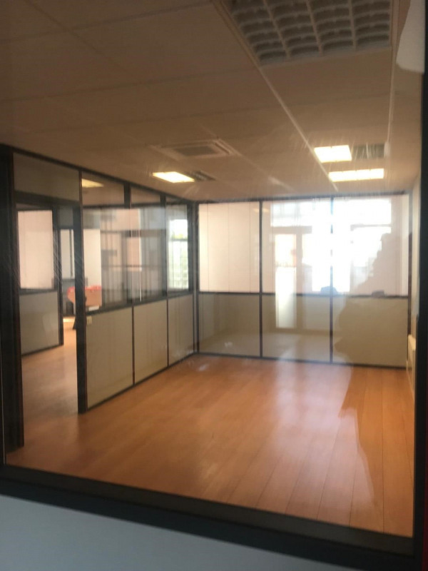 Location local commercial Carrières-sur-seine 1 050€ HC - Photo 2