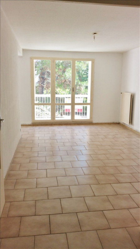 Location appartement Senas 776€ CC - Photo 2