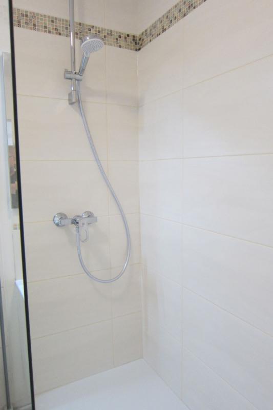 Location appartement Paris 10ème 990€ CC - Photo 10