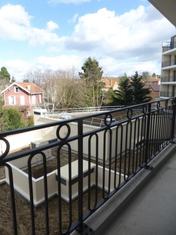 Location appartement Le raincy 860€ CC - Photo 2