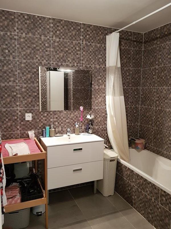 Sale apartment Chassieu 254000€ - Picture 5