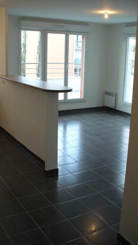 Rental apartment Longjumeau 955€ CC - Picture 2