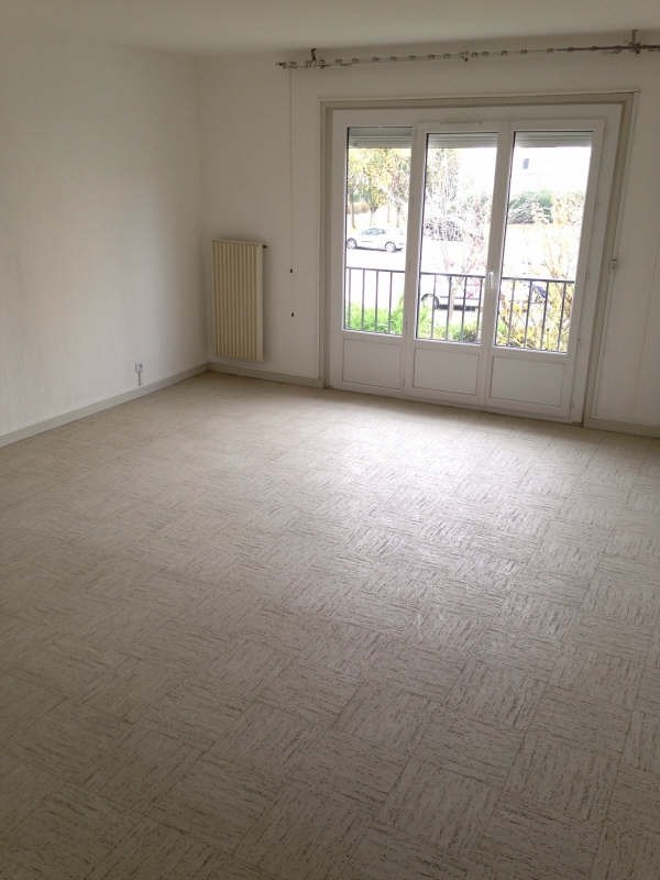 Location maison / villa Maurepas 1 360€ CC - Photo 3