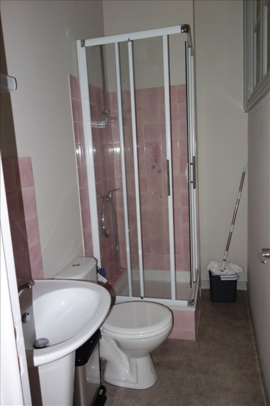 Location appartement Roanne 425€ CC - Photo 3