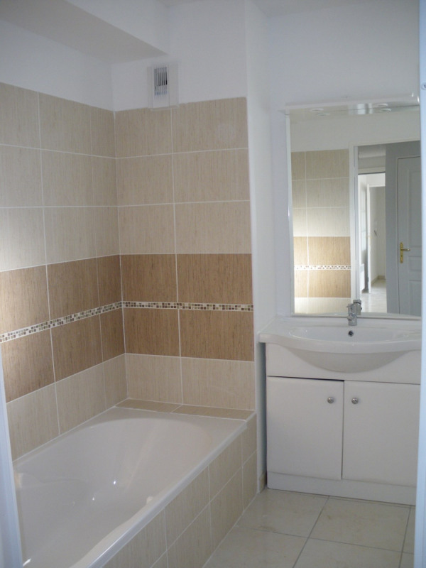 Rental apartment Fréjus 1 110€ CC - Picture 11
