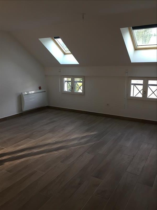 Location appartement Buc 1 359€ CC - Photo 1