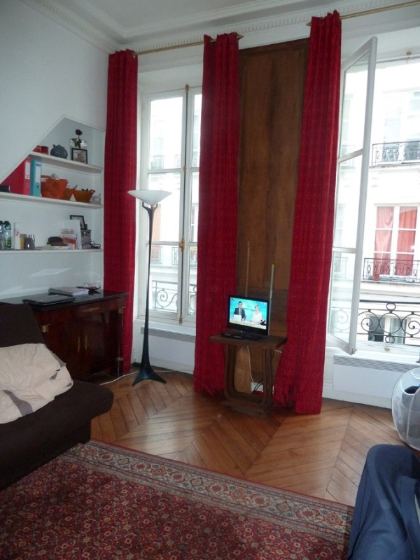 Location appartement Paris 2ème 790€ CC - Photo 2