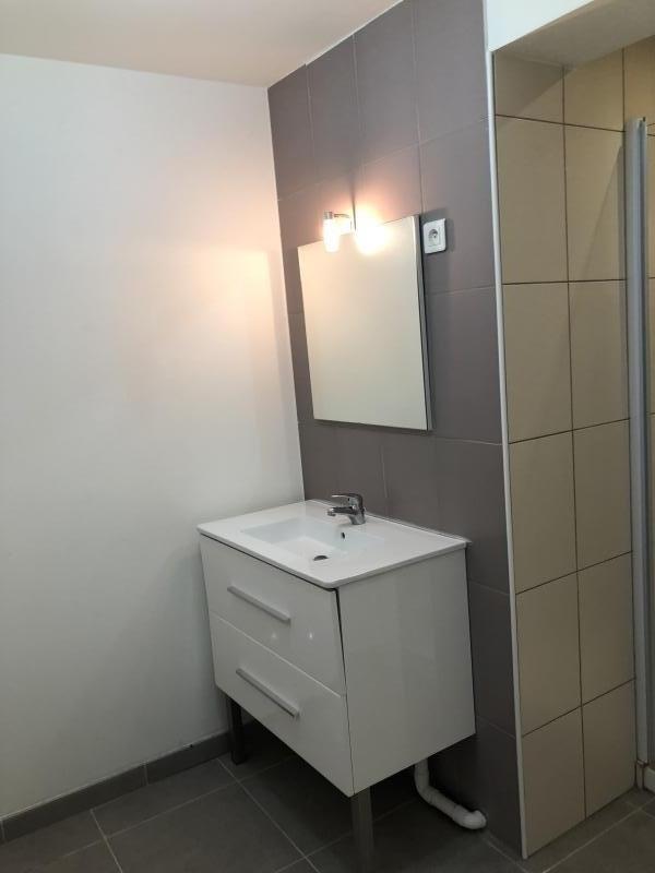 Location appartement Eguilles 915€ CC - Photo 4