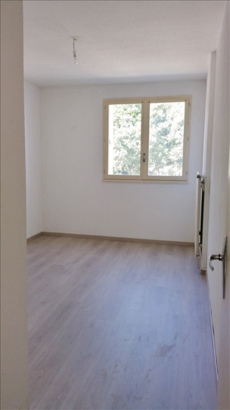 Location appartement Senas 776€ CC - Photo 6