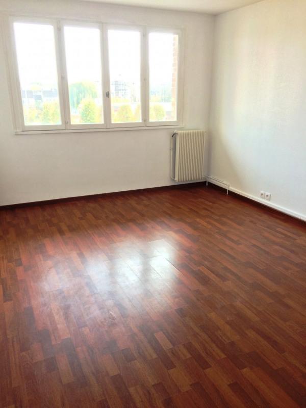 Location appartement Maurepas 772€ CC - Photo 1