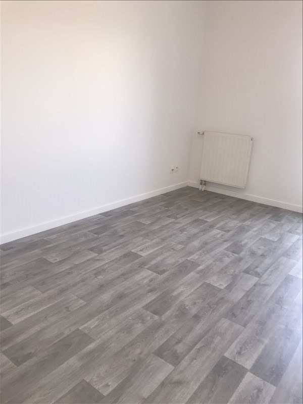 Rental apartment St denis 834€ CC - Picture 4