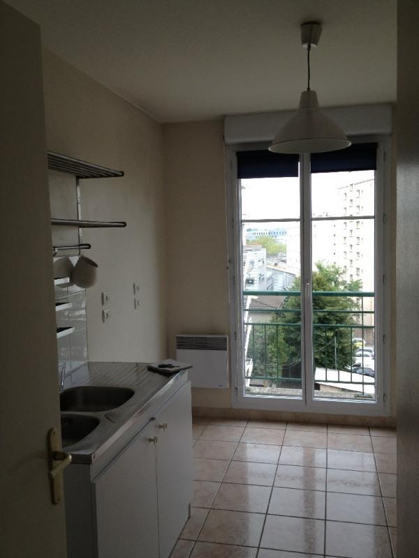 Rental apartment Lyon 8ème 667€ CC - Picture 3