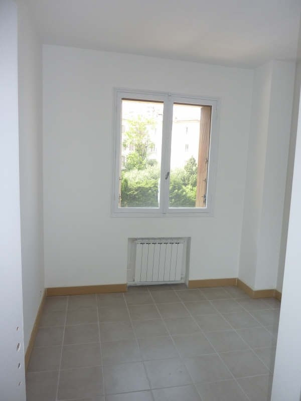 Rental apartment Marseille 8ème 940€ CC - Picture 2