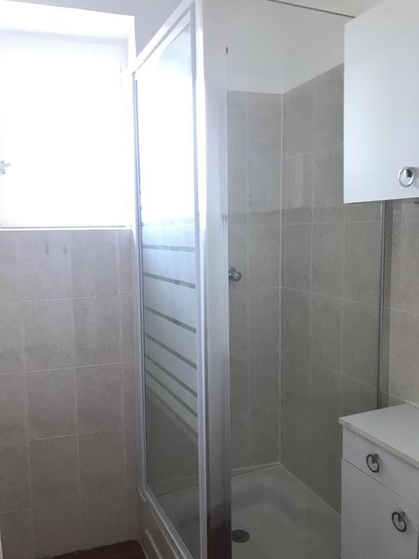 Rental apartment Lambesc 740€ CC - Picture 6