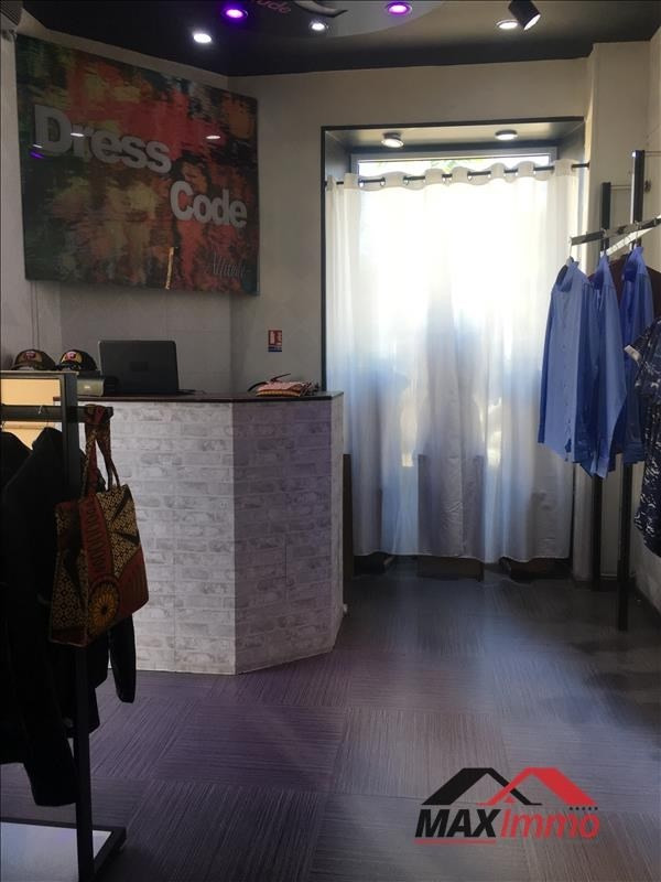 Location local commercial St louis 870€ HT/HC - Photo 2