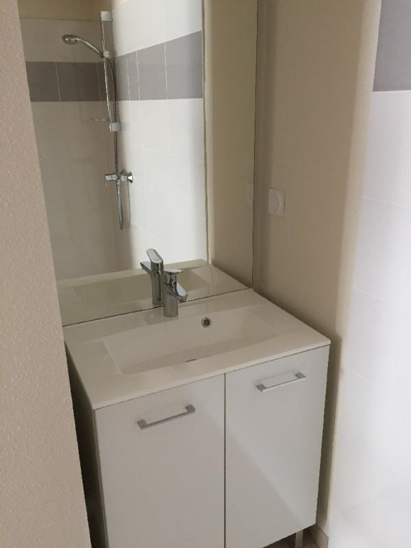 Rental apartment Bron 720€ CC - Picture 3