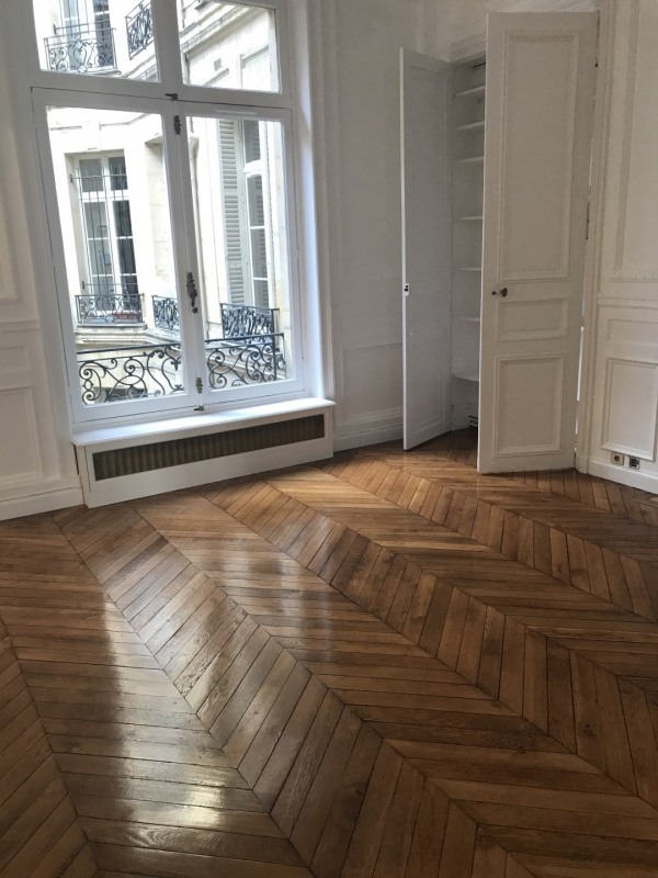 Rental apartment Paris 8ème 3 968€ CC - Picture 3