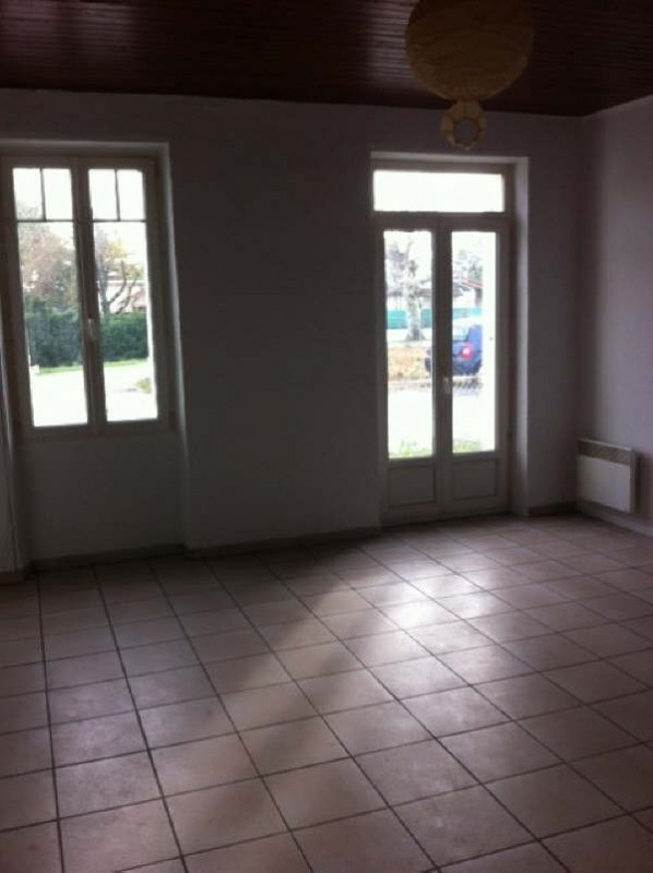 Location maison / villa Ares 763€ CC - Photo 5