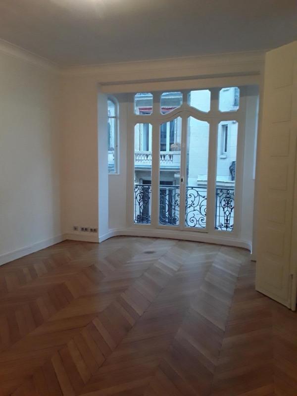 Rental apartment Paris 17ème 5690€ CC - Picture 2