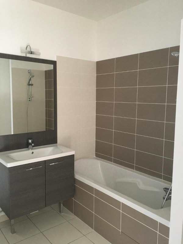 Location appartement Villeurbanne 870€ CC - Photo 4