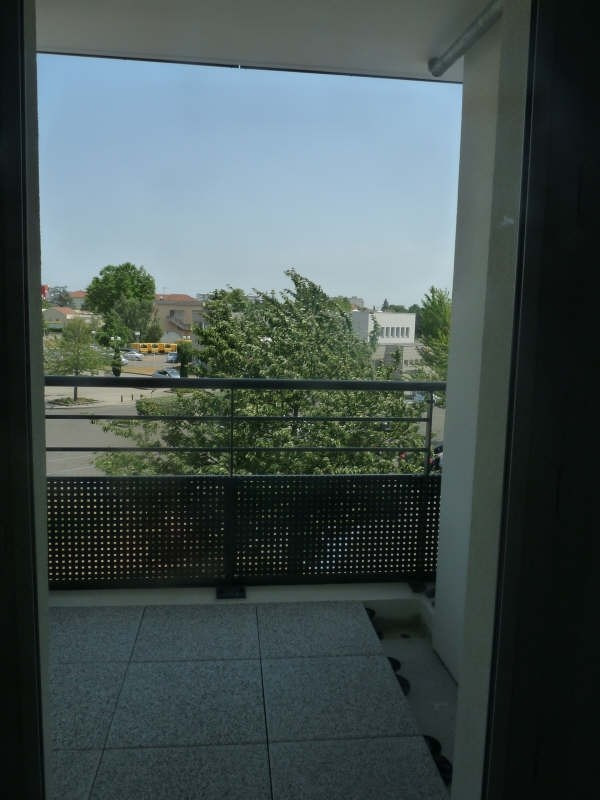 Location appartement Meyzieu 554€ CC - Photo 3
