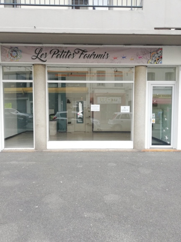 Location local commercial Tarbes 540€ CC - Photo 1