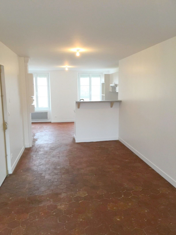Rental apartment Neuilly en thelle 887€ CC - Picture 2