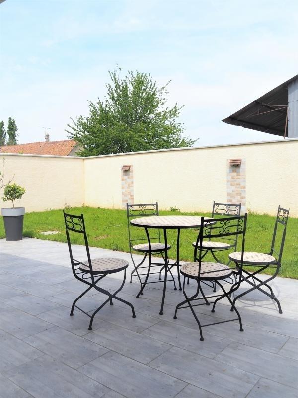 Revenda casa Umpeau 276000€ - Fotografia 1