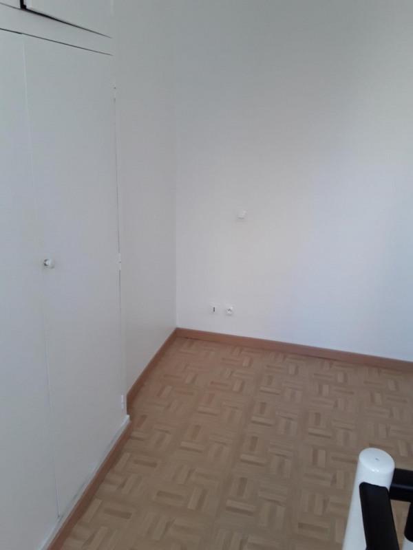 Rental apartment Paris 17ème 950€ CC - Picture 4