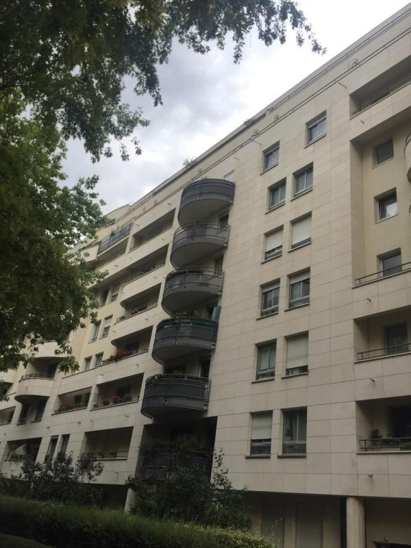 Sale apartment Courbevoie 385 000€ - Picture 1