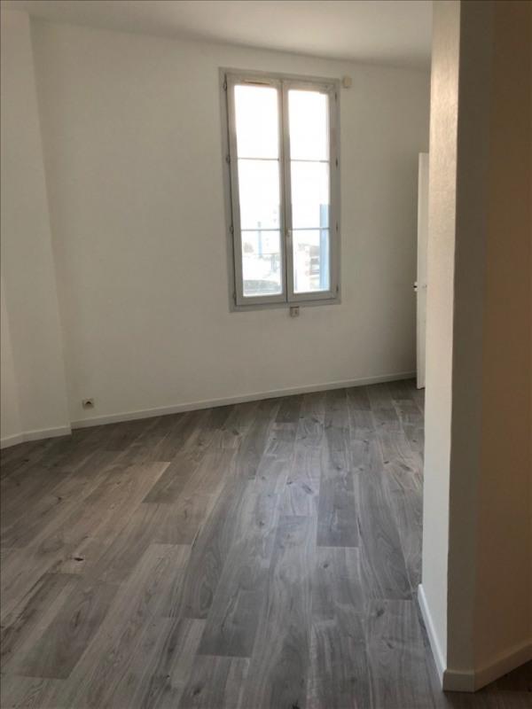 Rental apartment Villejuif 810€ CC - Picture 2