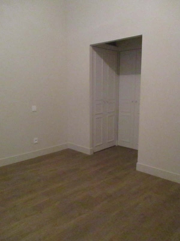 Location appartement Nimes 617€ CC - Photo 9