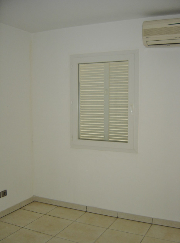Rental apartment Saint denis 610€ CC - Picture 7