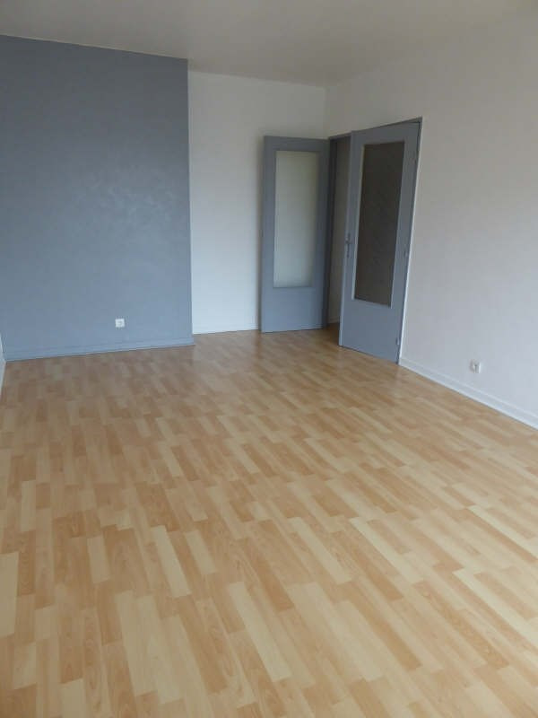 Location appartement Maurepas 770€ CC - Photo 2