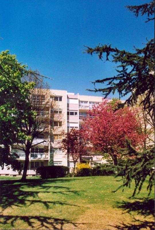 Rental apartment Chatou 660€ CC - Picture 1