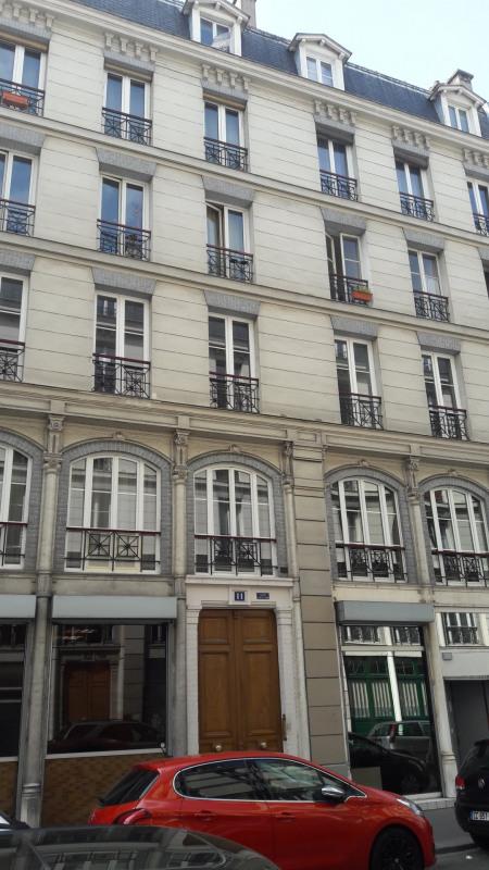 Rental apartment Paris 11ème 940€ CC - Picture 1