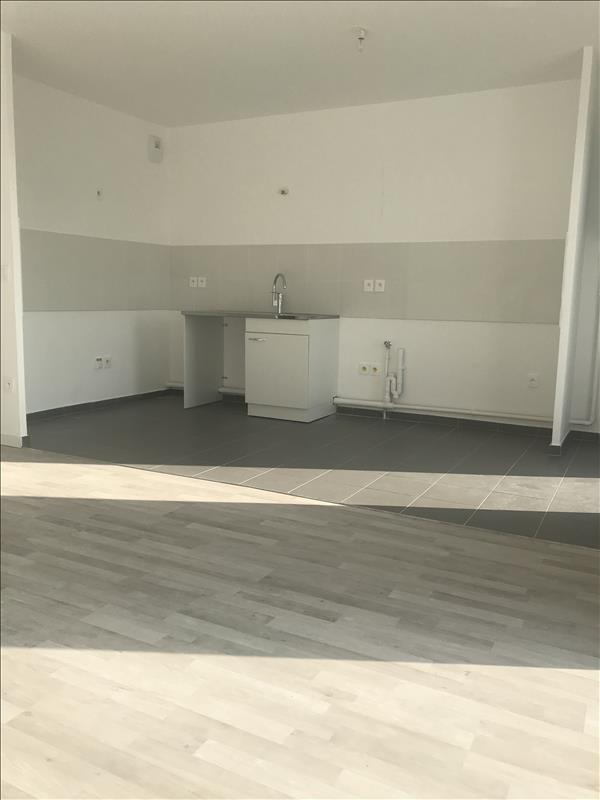 Rental apartment Dugny 853€ CC - Picture 3