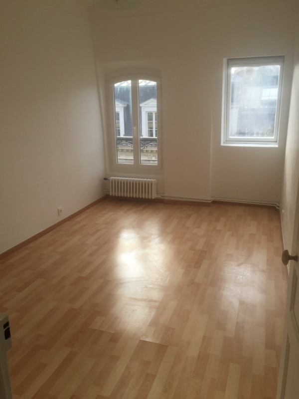 Location appartement Paris 8ème 1 750€ CC - Photo 2