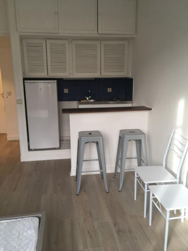 Rental apartment Paris 15ème 850€ CC - Picture 3